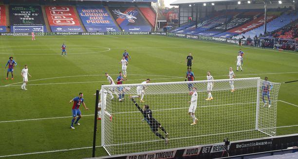 Maalin syntyessä niin sanottu game state saattaa vaikuttaa pelin kulkuun. Kuva Crystal Palacen ja Leedsin väliltä marraskuulta.