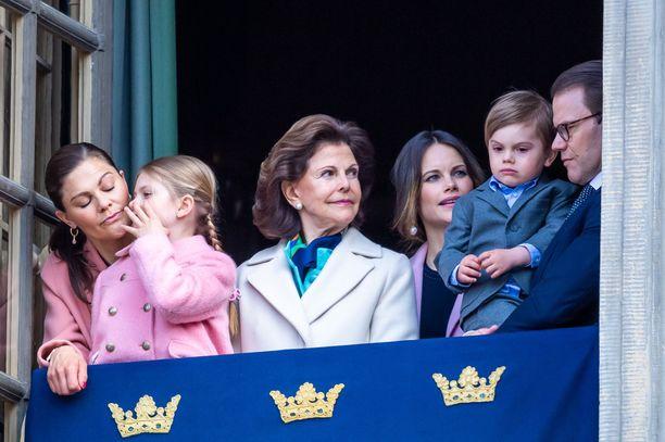 Koko kuningasperhe joutui testeihin. Kuvassa Victoria, Estelle, Silvia, Sofia, Oscar ja Daniel.