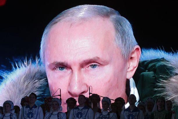 Venäjän presidentti Vladimir Putin on tehnyt selväksi, että hän ehdottomasti haluaa venäläisvalmisteisen ja osittain venäläisomisteisen ydinvoimalan valmistuvan Suomen maaperälle.