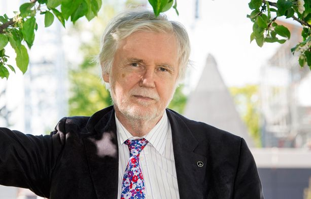 Suomi on tanssinut muutaman EU-maan pillin mukaan, ex-ulkoministeri Erkki Tuomioja kritisoi. Tuomioja ei paljasta, mitkä maat ovat hänen mielestään ohjanneet Suomen toimintaa.