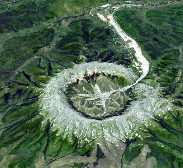 Vulkaanisen kivikehän halkaisija on noin kymmenen kilometriä.