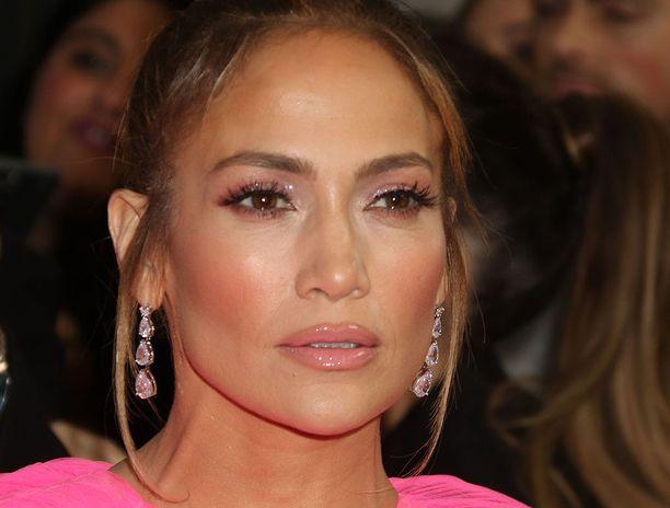 Jennifer Lopez on tunnettu laulaja ja näyttelijä.