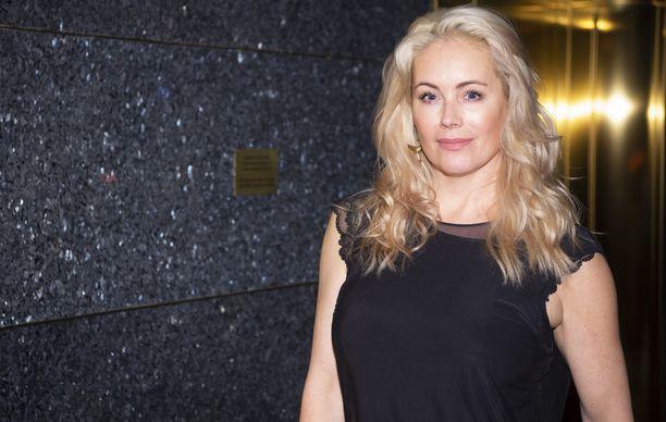 Anne Kukkohovi on suomalainen juontaja ja yrittäjä.