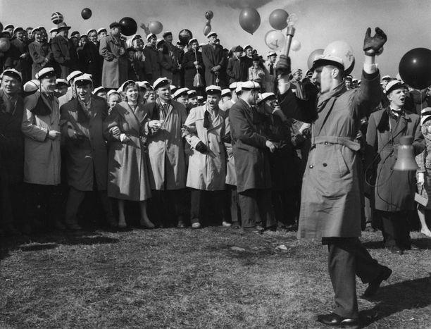 Teekkarien vappulaulajia vuonna 1958.