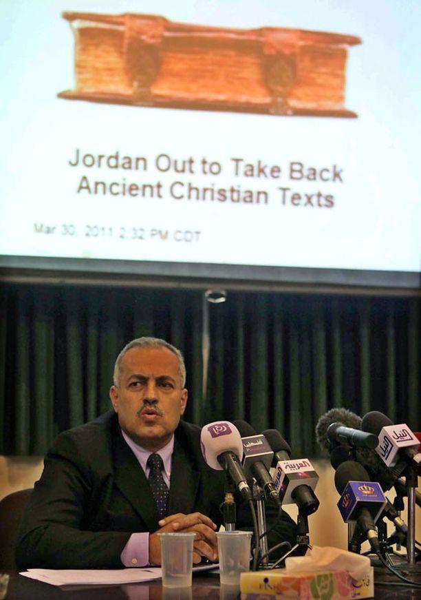 Jordanian arkeologiaviraston Ziad al-Saad piti sunnuntaina Ammanissa lehdistötilaisuuden, sillä kirjat ovat väitetysti israelilaisen beduiinin hallussa ja Jordania haluaa ne takaisin maahan.