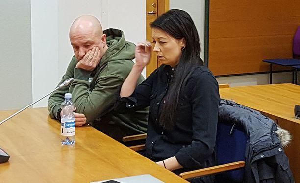 Sami Hintsanen ja hänen Varpu-avovaimonsa olivat torstaina käräjäoikeudessa.