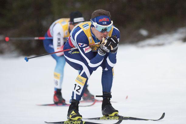 Ari Luusua oli sijalla 21 Rukan maailmancupin sprintissä lauantaina.