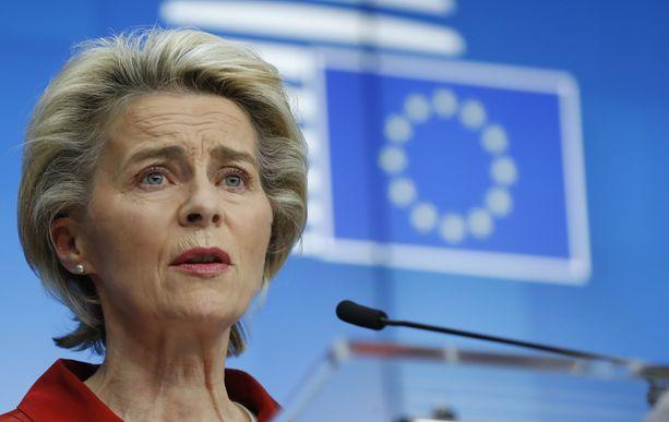 Euroopan komission puheenjohtaja Ursula von der Leyen lupaa unionin alueelle 300 miljoonaa koronarokotetta.