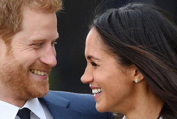 Meghan Markle avioituu prinssi Harryn kanssa toukokuussa 2018.