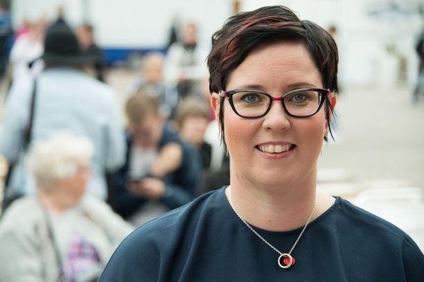 Merja Kyllönen ei usko, että Niinistö pääsee eroon kokoomusleimastaan.