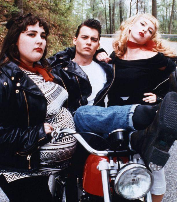 Vuonna 1989 Ricki (vas.) nähtiin Cry-Babyssä Johnny Deppin ja Amy Locanen kanssa.