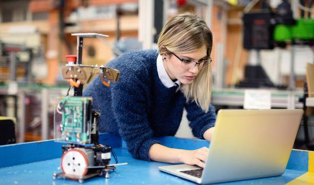 Naisia on edelleen vain pieni osa tekniikan alan opiskelijoista.