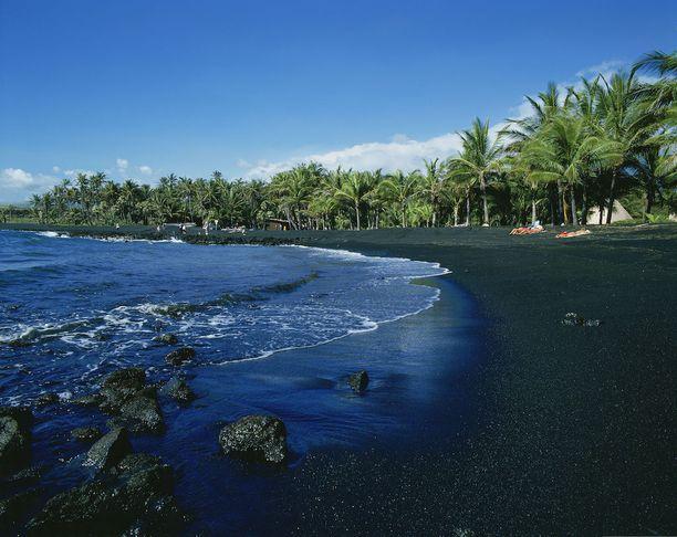 Punalu'u, Havaiji: Havaijilta löytyy useampikin musta ranta. Punalu'u on niistä tunnetuimpia.