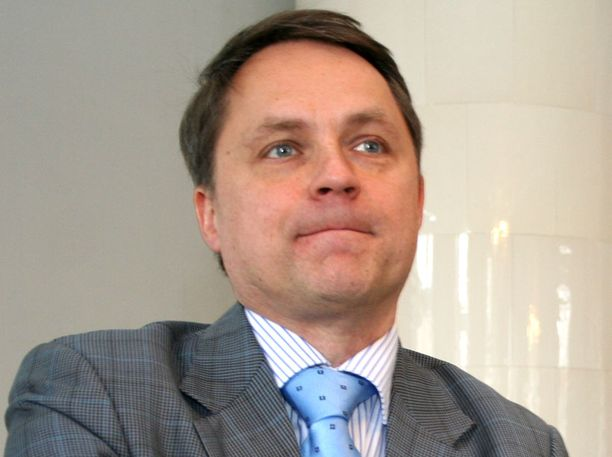 Tietokirjailija Petteri Järvinen kehottaa aktiivikäyttäjiä kokeilemaan, millaista on olla pari päivää ilman Facebookia.