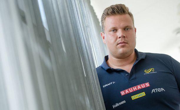 Vuonna 1992 syntynyt Daniel Ståhl on Ruotsin suurimpia mitalitoivoja Berliinin EM-kisoissa. Intohimoinen jääkiekkomies, lajia murrosikään asti harrastanut Ståhl, kannattaa Djurgårdenia Ruotsissa, ja Suomessa Tepsiä sekä TuToa. Ståhlin äidin suku on kotoisin Turusta.