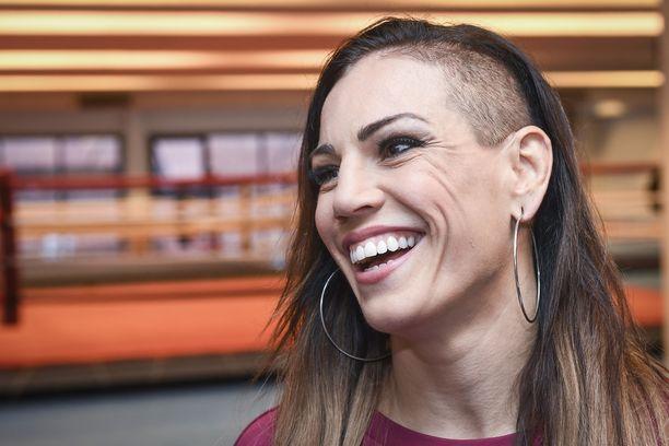 Eva Wahlström on ison tuen saaneen dokumenttisarjan päätähti.