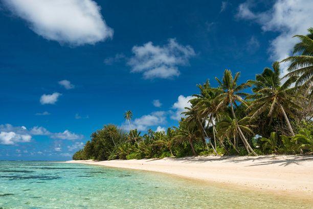 Tällaiset maisemat tuovat matkailijoita Cookinsaarten Rarotongalle.