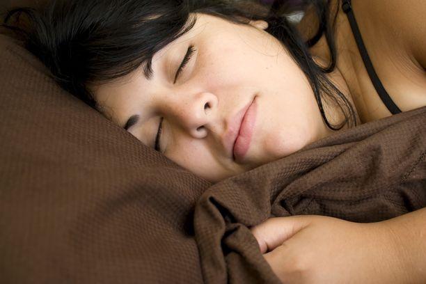 Hyvät yöunet voivat suojata myös flunssapöpöiltä.