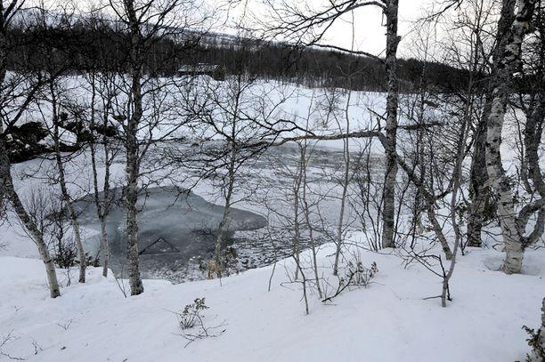 Kaksi suomalaista sai surmansa luolasukelluksella helmikuun alussa. Reilua kuukautta myöhemmin suomalaisryhmä toi ruumiit paikkaan, josta Norjan viranomaiset saivat vainajat turvallisesti ylös.