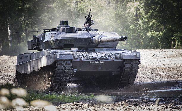 Uudemmissa Leopard 2A6 -tankeissa on vahvempi panssarointi.