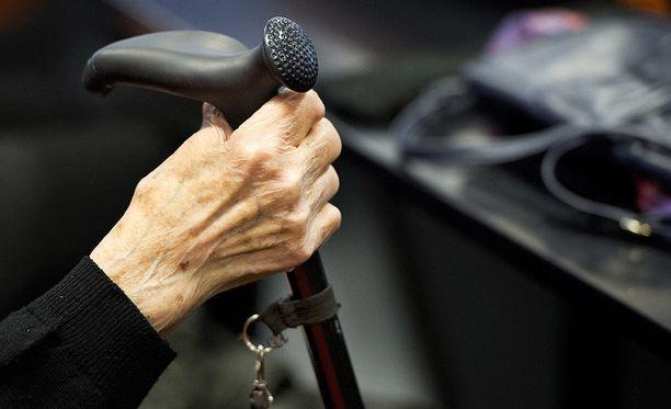 Kaksi keski-iän ylittänyttä naista jäi kiinni lukuisista omaisuusrikoksista.