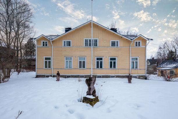 Huvila on rakennettu vuonna 1906.
