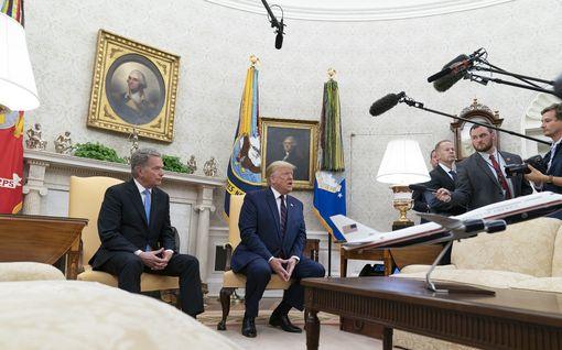 Trump keskittyi ripittämään demokraatteja ja mediaa amerikkalaispresidentin työhuoneessa – ei juuri huomiota Niinistölle