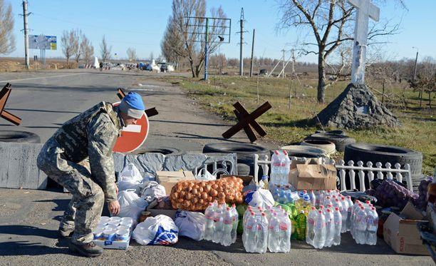 Vapaaehtoiset Dnipropetrovskista toivat ruokalastin Ukrainan armeijan sotilaille Mariupoliin.
