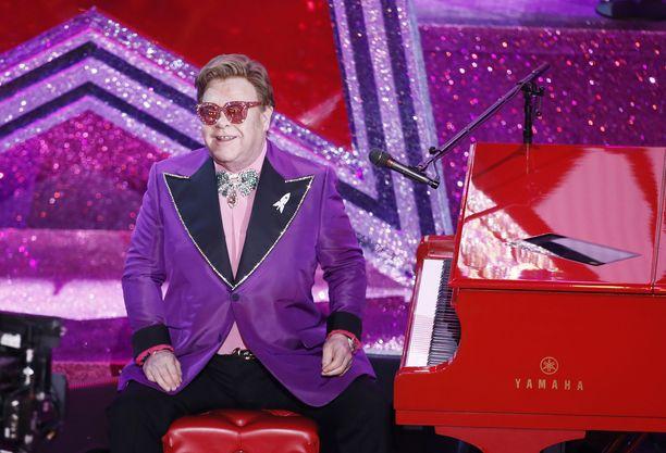 Elton Johnin Hartwall-keikka siirtyy.