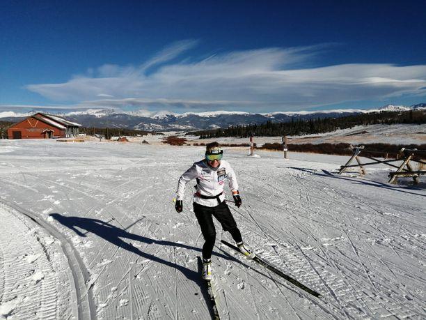 Riitta-Liisa Roponen nauttii elämästä ja harjoittelusta Denverissä.