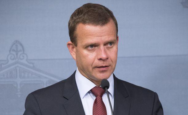 Kokoomuksen puheenjohtaja Petteri Orpo on toivottaa Harkimolle hyvää matkaa.