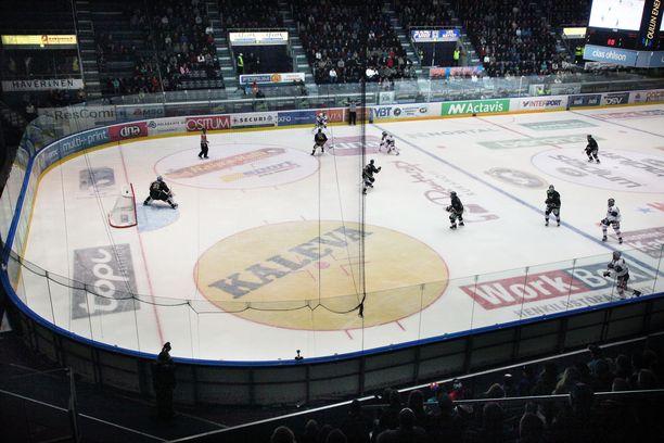 Leveä vai kapea kaukalo lähivuosina arvokisoissa? Sitä IIHF:n kongressi miettii perjantaina.