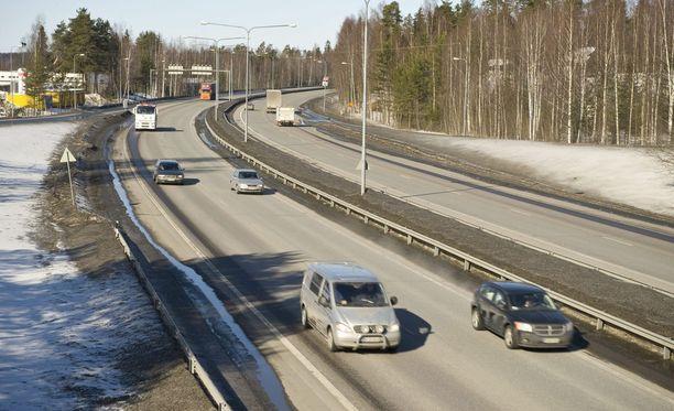 Helsingn Valtatie muuttuu moottoritieksi pian Skanssin liittymän jälkeen. Kuvituskuva.