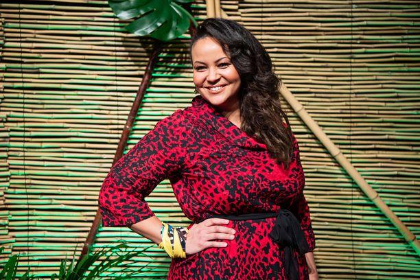 Lola Odusoga on hämmentänyt kuvioita Selviyjät Suomi -sarjan toisella kaudella. Kesällä hän nousee Tangomarkkinoiden lavalle.