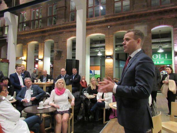 Petteri Orpo kävi Tampereella puhumassa kokoomuksen ehdokkaille.