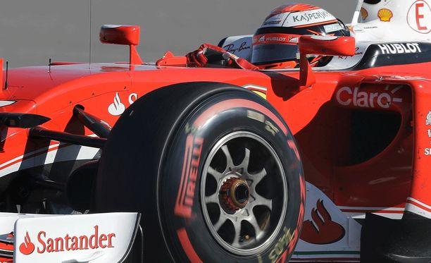 Kimi Räikkönen ei ollut tyytyväinen Ferrarin vauhtiin.