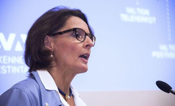 """Anne Bernerin mukaan tiefirma hoitaisi tienpidon 20 prosenttia halvemmalla kuin Liikennevirasto. """"Silkkaa toiveunta"""", kirjoittaa Olli Ainola."""