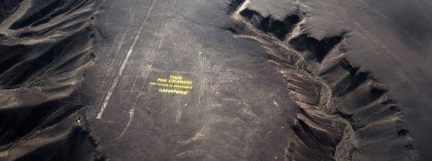 Greenpeace julisti viestissään uusiutuvaa tulevaisuutta, mutta unohti, etteivät Nazcan linjat uusiudu.