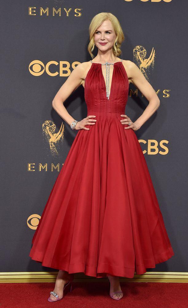 Nicole Kidman hurmasi punaisessa. Kidman palkittiin roolistaan sarjassa Big Little Lies.