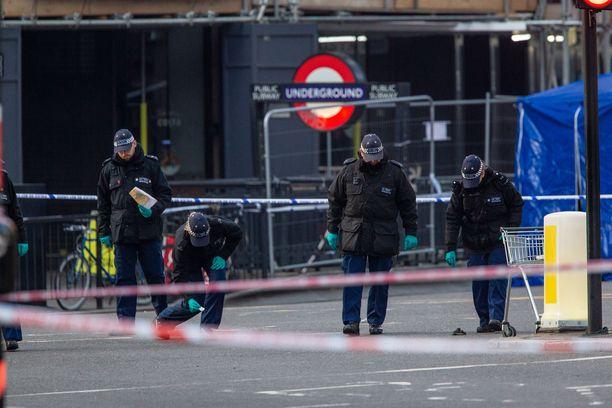 Perjantain veitsihyökkääjällä oli aikaisempi terrorismituomio.