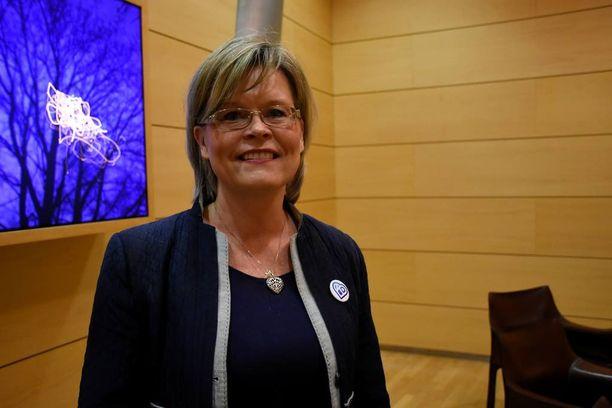 Kansanedustaja Sari Tanus ei haluaisi Kauppiin perustettavan vastaanottokeskusta, sillä hänestä se on turvallisuusriski.