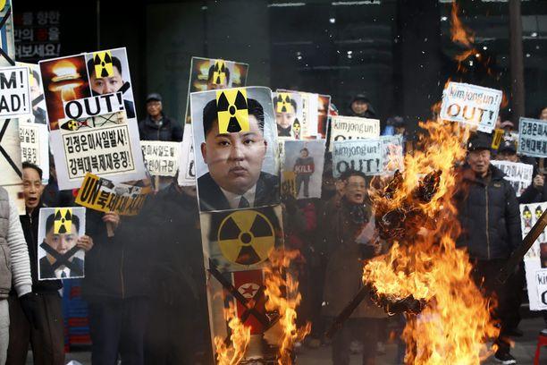 Mielenosoittajat protestoivat Pohjois-Korean rakettilaukaisua helmikuun puolivälissa Soulissa.