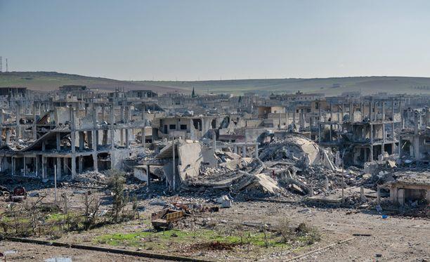 Talojen kerrokset ovat murtuneet ja taipuneet.