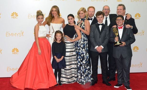 Christopher Lloyd väläytti aiemmin tänä vuonna, että sarja saattaa saada jatkoa erikoisessa muodossa, nimittäin spinoff-versiona, jossa seurataan sarjan kahta suosikkihahmoa - Michelliä ja Cameronia.