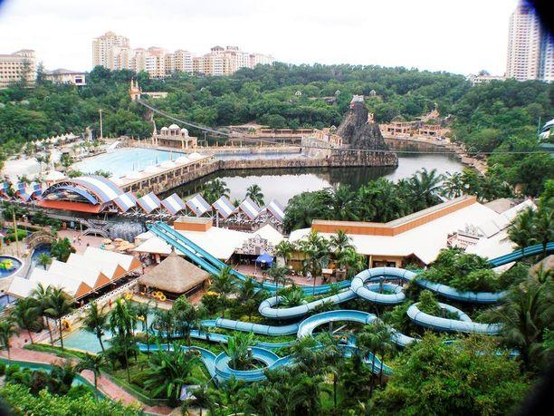 Sunway Lagoon on vesihuvipuisto.