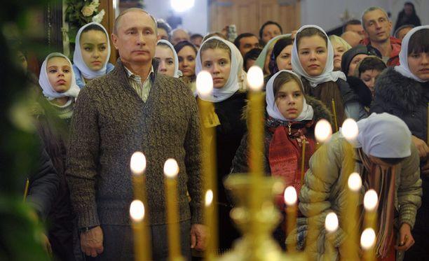 """Putin on esikuntineen suhtautunut siintävään talouskriisiin The Economistin mukaan """"zenmäisellä tyyneydellä""""."""