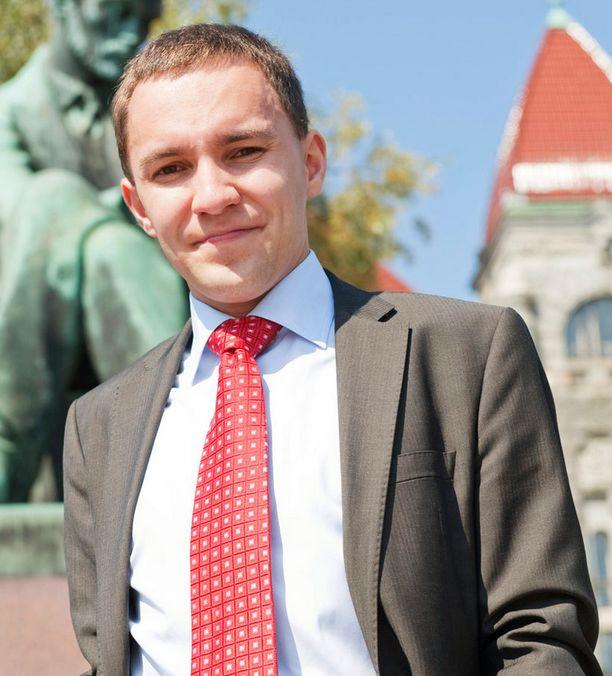 Opetuslautakunnan varapuheenjohtaja Wille Rydman ei halunnut ottaa kantaa Antti Korhosen erottamispäätökseen, mutta kertoi olevansa sitä mieltä, että opettajille kuuluisi antaa riittävät kurinpitovaltuudet.
