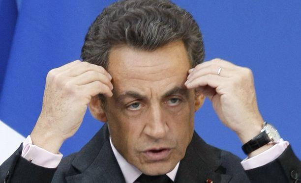 Suosion syöksykierteestä kärsivää Nicolas Sarkozya kiusattiin myös netissä.