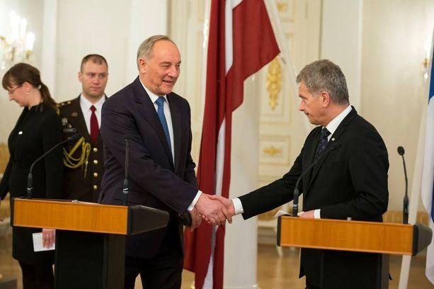 Latvian presidentti Andris Berzins tapasi presidentti Sauli Niinistön keskiviikkona.