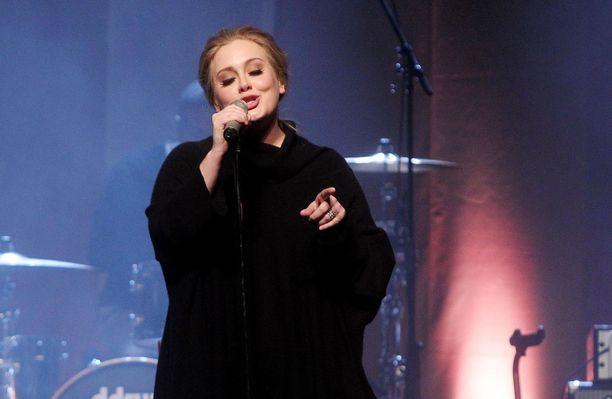 Tältä Adele näytti ennen painonpudotustaan.